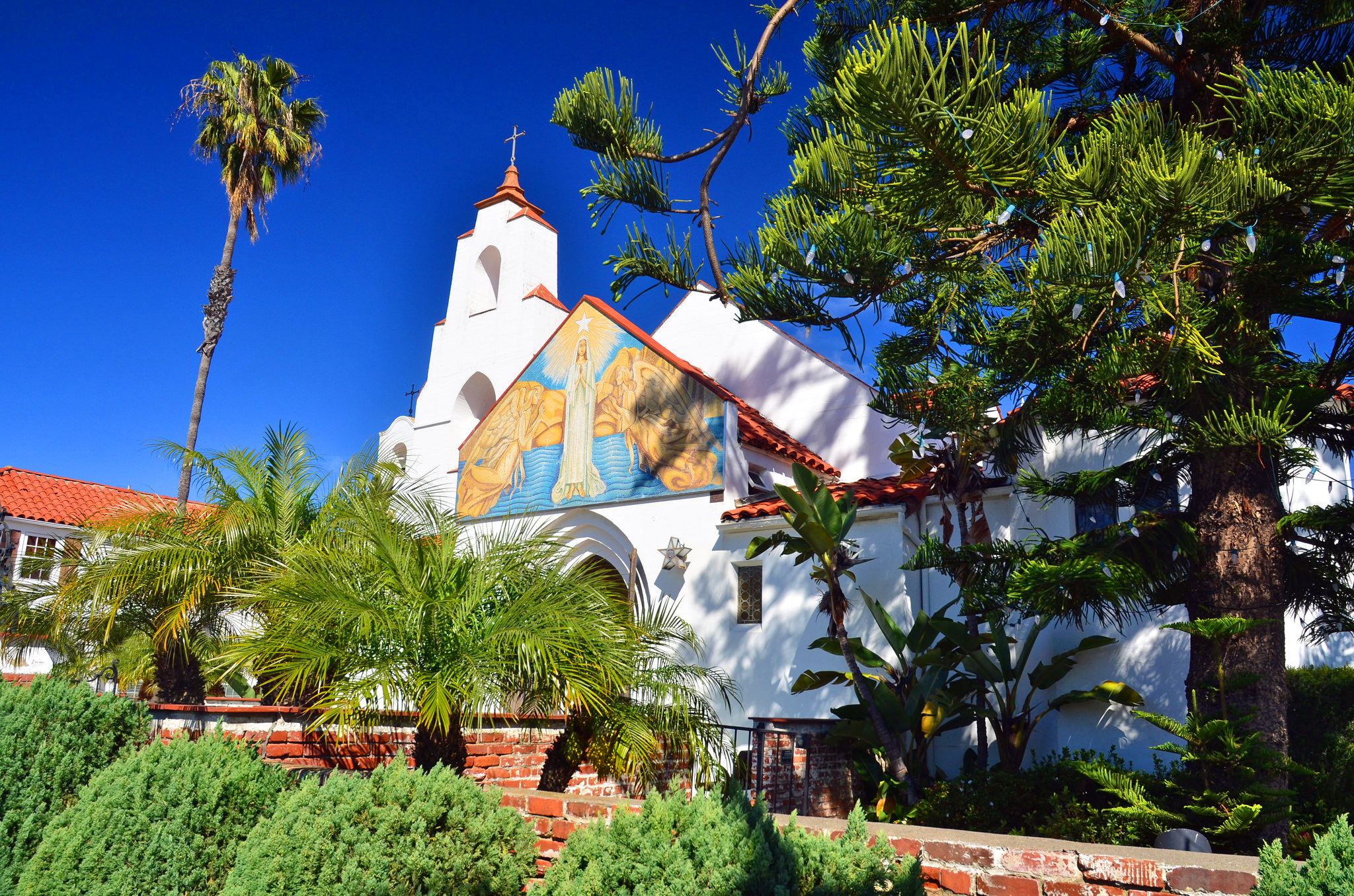 la jolla catholic singles La jolla (  spanish: ) is a hilly seaside community within the city of san diego , california , united states occupying 7 miles (11 km) of curving coastline along the pacific ocean within the northern city limits.